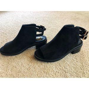 NEW! Peep toe black sandals
